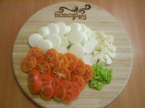 Салат из помидоров на зиму с луком - фото шаг 2