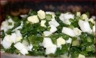 Быстрый (заливной) пирог с зелёным луком и яйцом - фото шаг 2