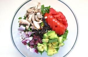 Салат с авокадо и шампиньонами - фото шаг 1