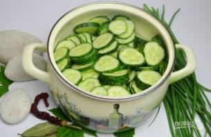 Салат из огурцов и лука на зиму - фото шаг 3