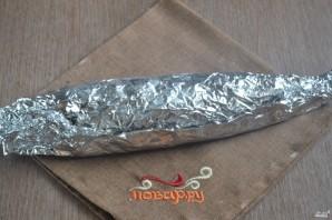 Запеченная скумбрия в фольге с морковкой - фото шаг 6