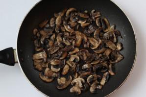 Салат с грибами жареными слоями - фото шаг 5
