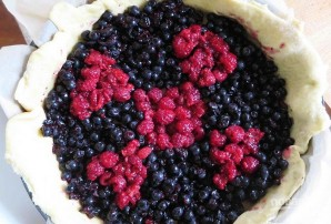 Дрожжевое тесто с ягодами - фото шаг 5