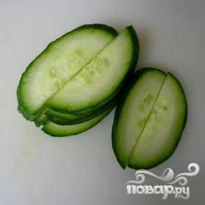Пряный салат из огурцов - фото шаг 2