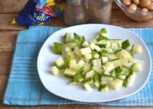 Салат из пекинской капусты с фасолью и яйцами - фото шаг 4