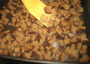 Сухари в духовке - фото шаг 3