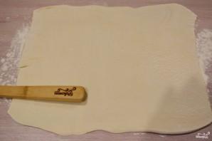 Ушки из слоеного теста с сахаром - фото шаг 1