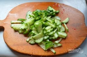 Салат из кальмаров с огурцом и крабовыми палочками - фото шаг 3