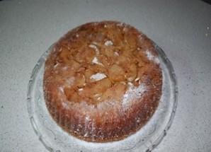 Шарлотка с яблоками и карамелью - фото шаг 6