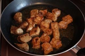 Гуляш с грибами и мясом - фото шаг 2