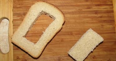 Бутерброд с яйцом на сковороде - фото шаг 2