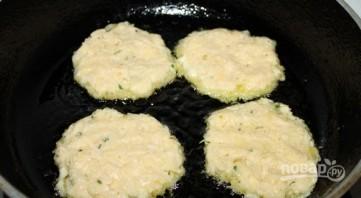 Драники картофельные с сыром - фото шаг 4