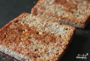 Жареный хлеб с чесноком - фото шаг 4