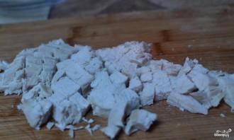 Салат с курицей и маринованными грибами - фото шаг 1