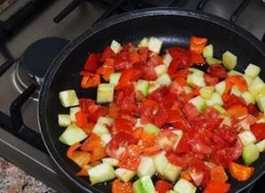 Омлет с брынзой и помидорами   - фото шаг 2