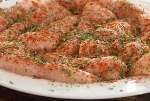 Куриное филе со специями на сковороде - фото шаг 1