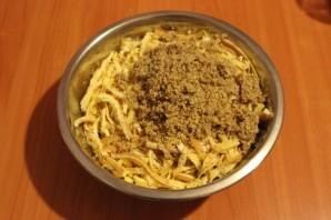 Салат с блинчиками - фото шаг 6