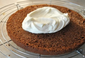 Шоколадный торт с творожным кремом и вишней - фото шаг 4