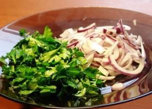 Простой салат с копченой курицей - фото шаг 4