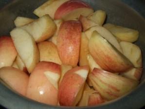 Курица с яблоками в мультиварке - фото шаг 3