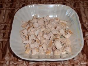 Салат из курицы и ананаса - фото шаг 2