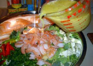 Овощной салат с креветками и лимоном - фото шаг 19