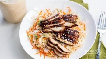 Салат с куриной грудкой и капустой - фото шаг 6