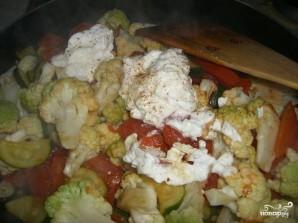 Цветная капуста в сливочном соусе с овощами - фото шаг 6