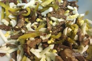 Салат с языком и маринованными огурцами - фото шаг 8
