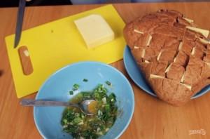 Хлеб с сыром и чесноком - фото шаг 2