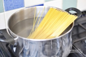 Спагетти с беконом и сливками - фото шаг 1