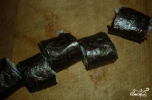 Роллы с семгой и огурцом - фото шаг 7