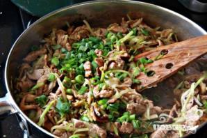 Азиатский салат со свининой и грибами - фото шаг 6