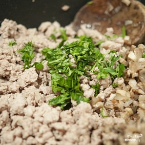 Паштет из телятины и грибов в слоеном тесте - фото шаг 4