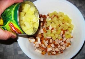 Простой салат с ананасами консервированными - фото шаг 2