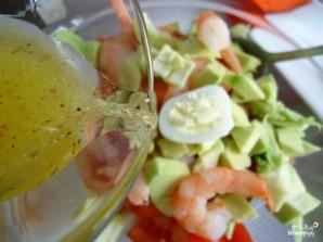 Салат из авокадо с креветками и яйцом - фото шаг 5