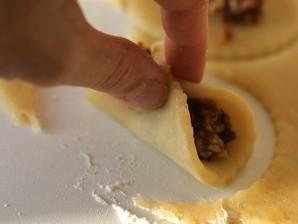 Пирожки с орехами - фото шаг 9