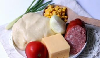 Домашняя пицца с колбасой и сыром - фото шаг 1