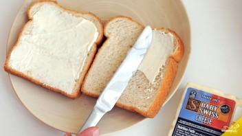 Бутерброды с колбасой и сыром - фото шаг 1