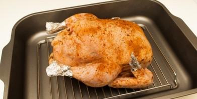 Курица целиком в духовке с овощами - фото шаг 3