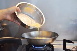 Яичница-болтунья с сыром - фото шаг 4