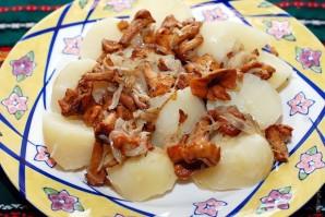 Лисички с картошкой жареные - фото шаг 3