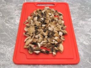 Утка, фаршированная грибами и картофелем - фото шаг 3