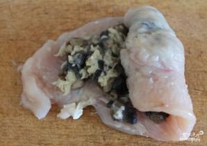 Куриные рулетики с грибами и сыром - фото шаг 6