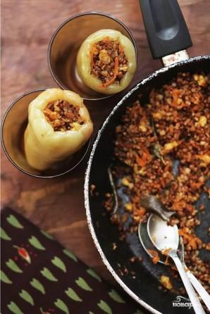 Перец, фаршированный сыром и гречкой - фото шаг 2