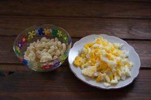 Салат с сайрой и сыром - фото шаг 2