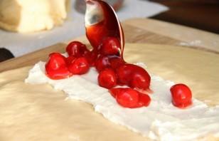 Пирог с вишней из дрожжевого теста - фото шаг 6