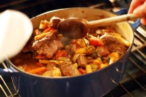 Жаркое из говядины в духовке - фото шаг 6