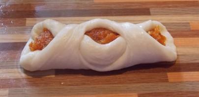 Пирожки с курагой в духовке - фото шаг 8