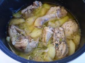 Тушеная картошка с курицей в мультиварке - фото шаг 7